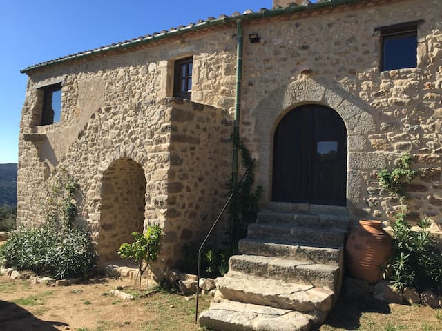 Renovated modern 16thC.  Mas in mountains near sea
