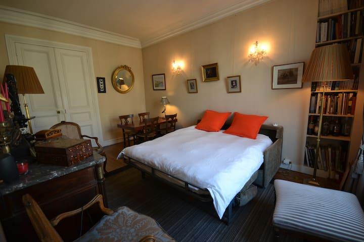Bedroom at Denfert-Rochereau