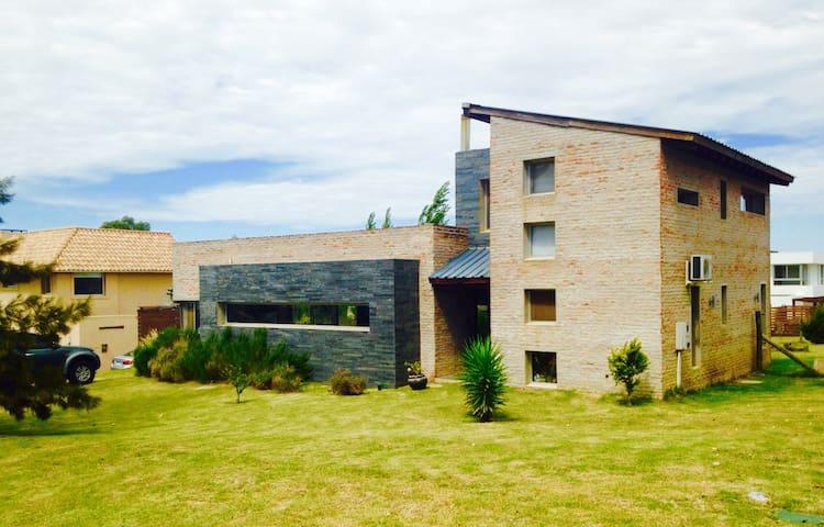 Hermosa y cálida casa en Altos de la Tahona
