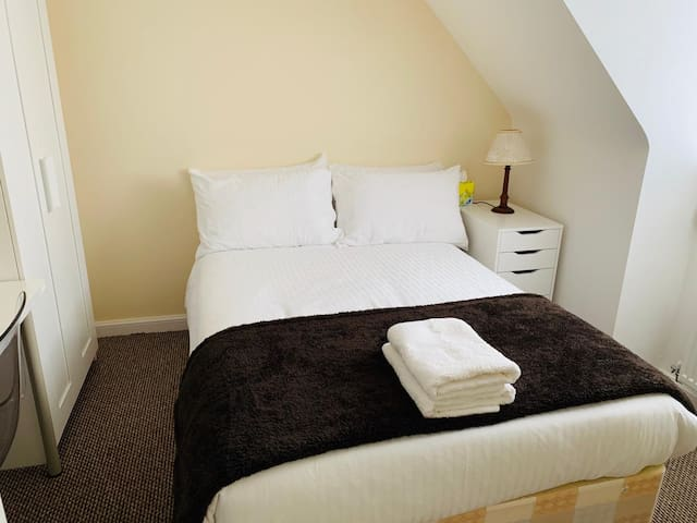 **Cosy Double Bedroom In A lovely House***Rm3**