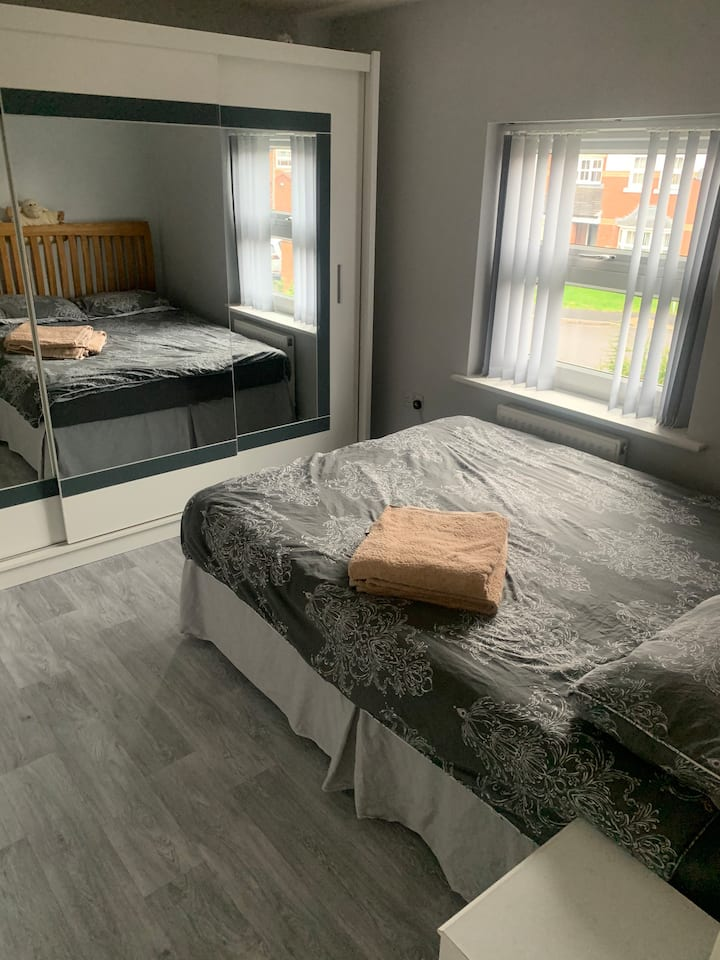 Stylish Room with King Bed ***£25 p/n***
