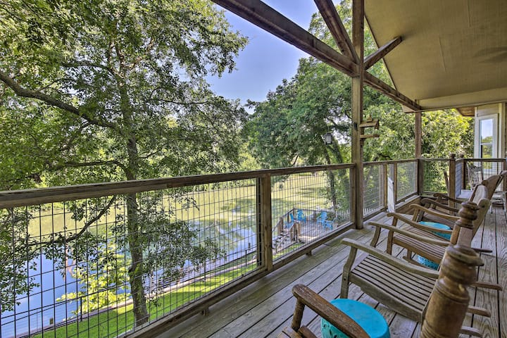 NEW! Seguin Retreat w/ Canoes on Guadalupe River!