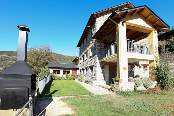 El Jardí | Ideal lodging rural house for families
