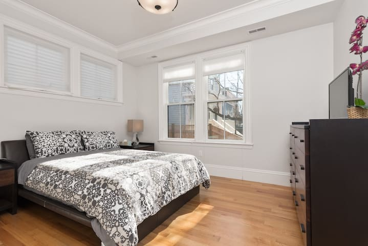 Master Suite w/parking near Harvard MIT Kendall BU