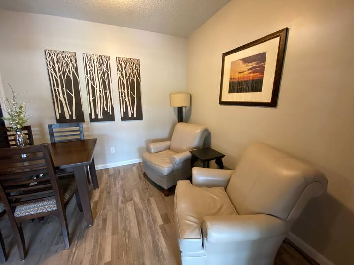 Downtown Apartment #3 - 2BR/2Bath - On the Square