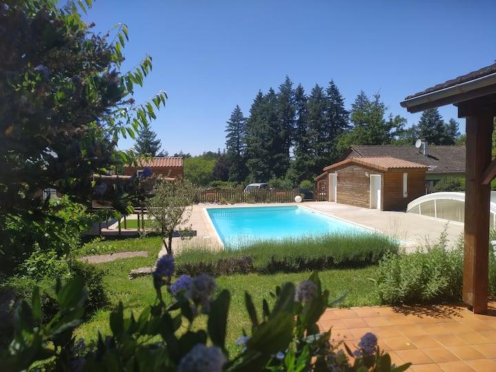 Gîte II en Dordogne, Périgord, piscine et étang