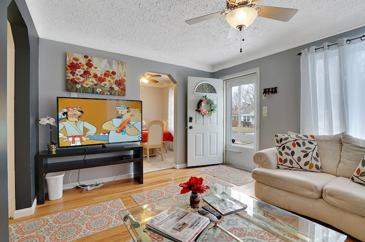 Super Cute & Cool Home of Yours in Ferndale