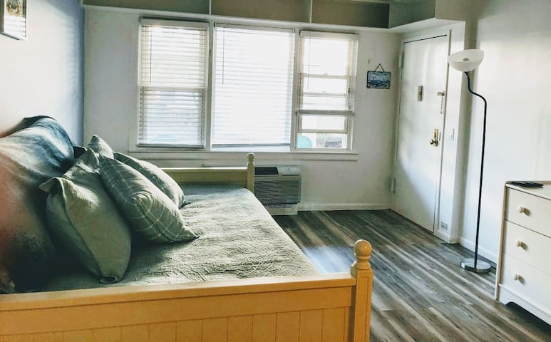 Clean Studio Apartment across from the Beach!