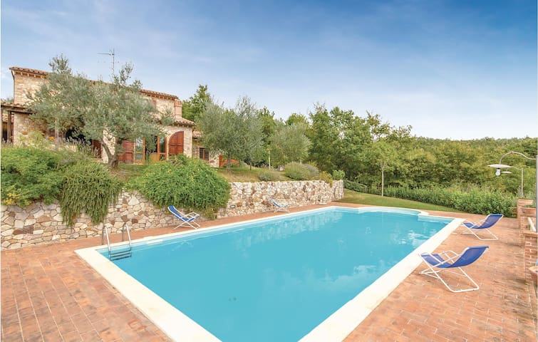 Holiday cottage with 4 bedrooms on 140m² in Collelungo TR