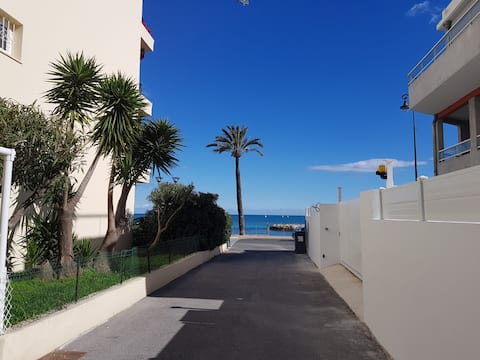 StudioTerrasse Bord de Mer proche Monaco et Italie