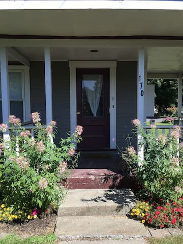 Cozy One Bedroom Writer's Nest - Waterbury - Leilighet