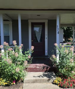 Cozy One Bedroom Writer's Nest - Waterbury - Apartment