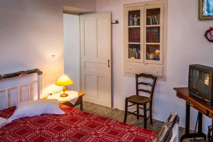 Ioanna's Traditional Apartment on Tripiti Village