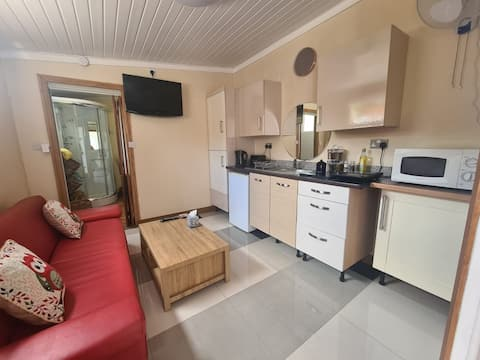New Cosy Flat within Friendly Household