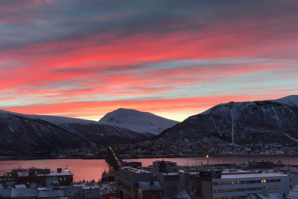 Tromsø 10.02.2017 08:00. View from living room