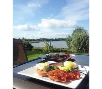 Getaway Apt. Atlantic Way, Maree, Oranmore, Galway - Oranmore - Huoneisto