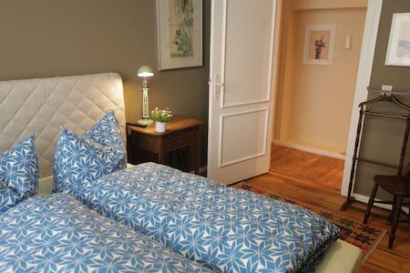 Cozy Apartment (10 min from Ku´Damm)