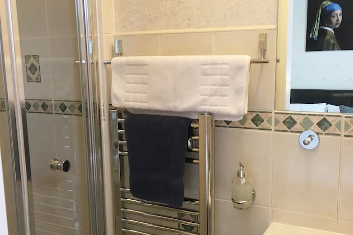 Ensuite - Locally hand made vegan toiletries and 100% cotton towels
