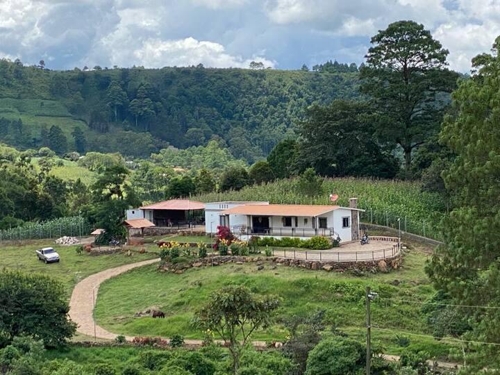 Linda casa de campo muy cerca de Tegucigalpa !
