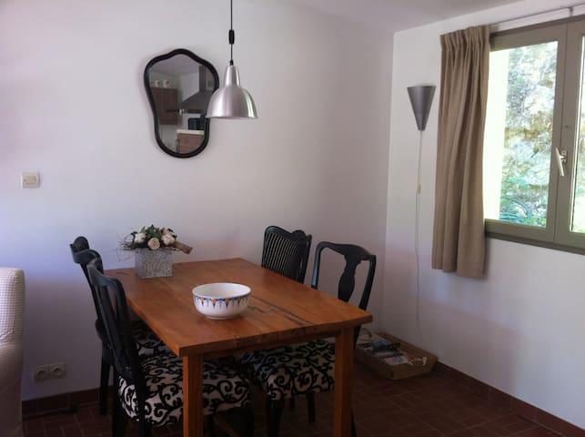Indoor dinning area, coin pour les dîners à l'intérieur