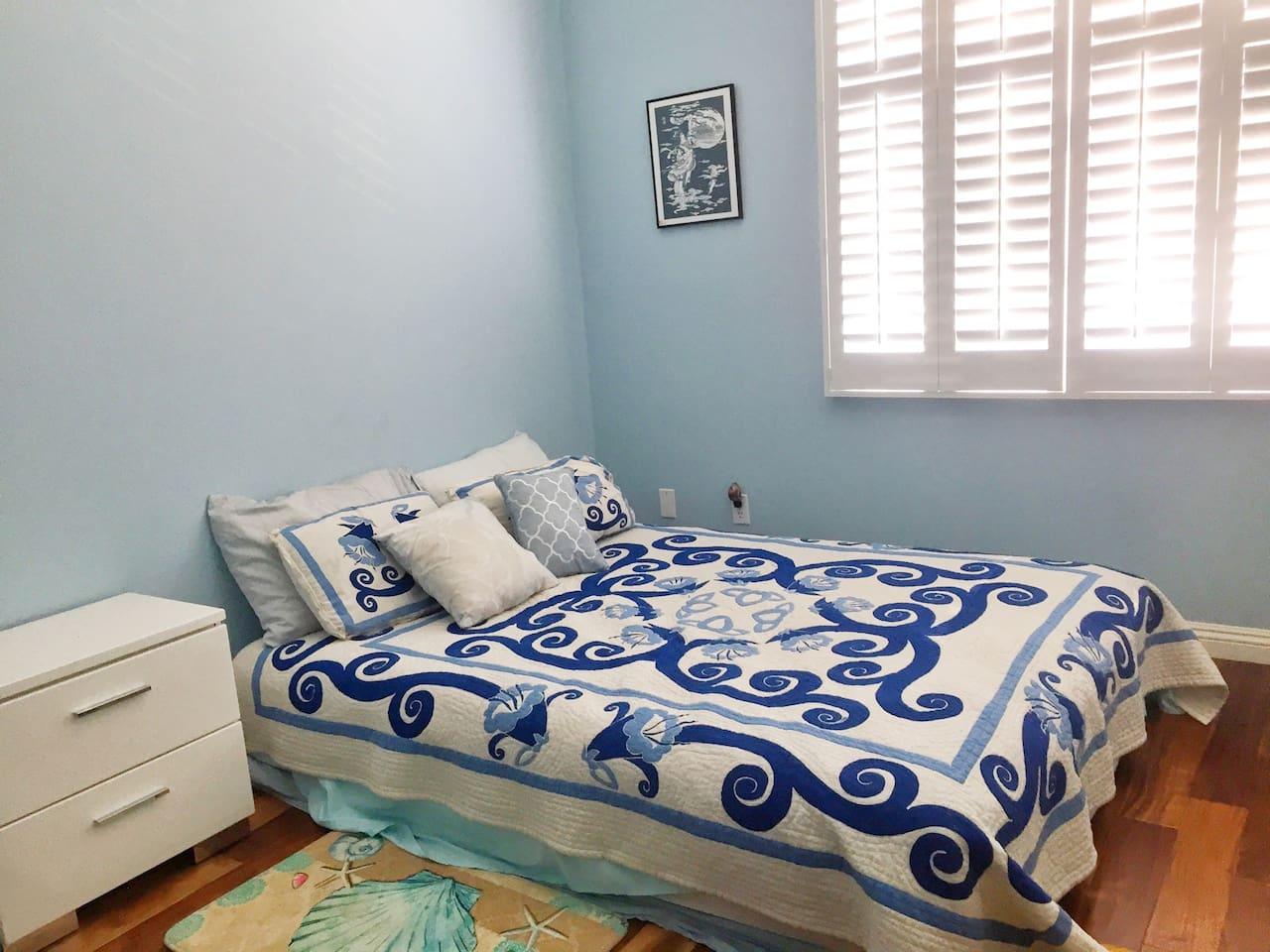 Organic comfy bed , plantation shutters , hard wood !