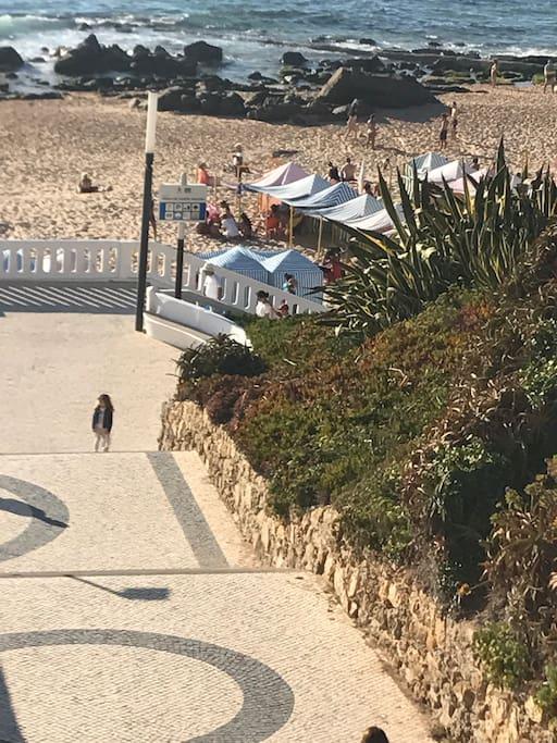 Só necessita descer as escadas para desfrutar de uma das mais lindas praias de Portugal !!!!