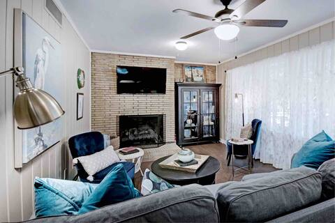 **LOCATION** Charming 4 bedroom, minutes to I-55