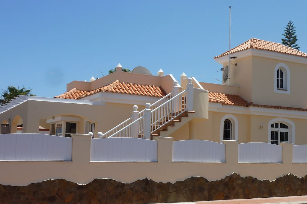 Spacious detached property in a quiet but convenient location near 5* Elba Palace Golf Hotel