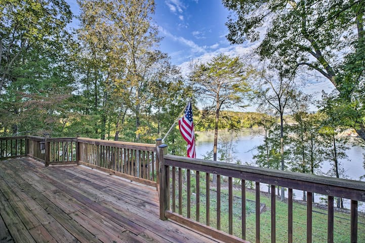 Lakefront Dayton Home w/ Great Views & Dock!