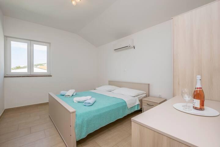 Room, beachfront in Stara Novalja - island Pag