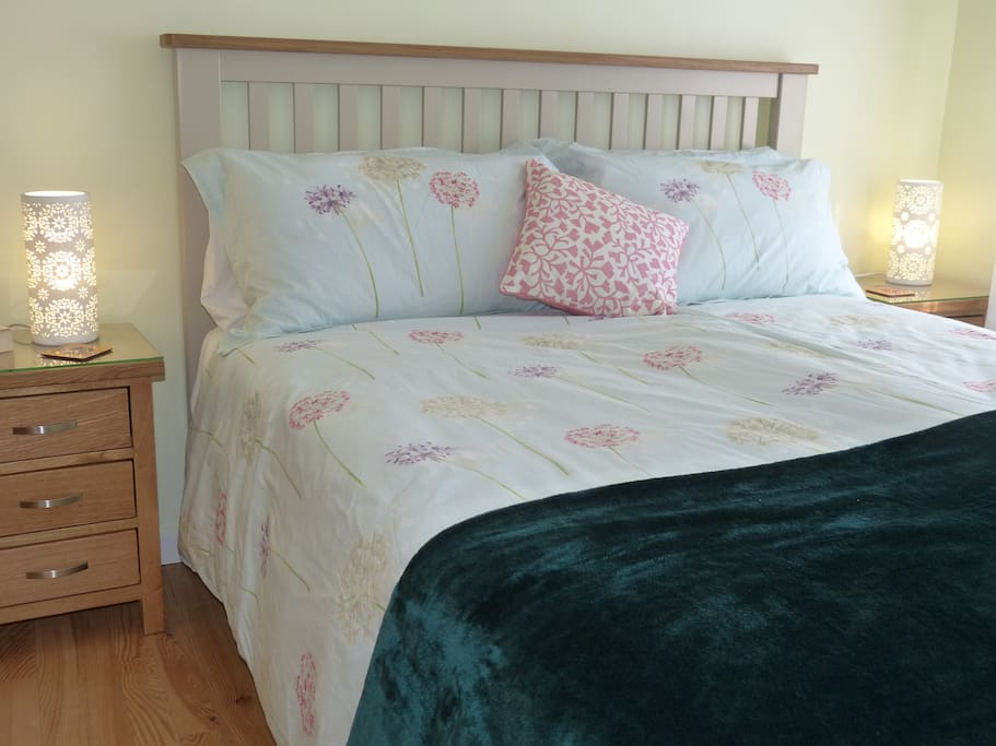 King size bed and oak wardrobe and chest of drawers