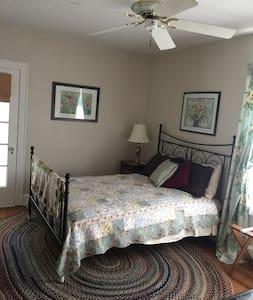 One bdrm suite in classic Chicago style bungalow - Evanston - Bungalow