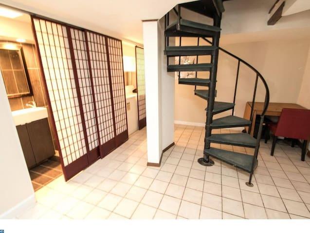 Apt B Suite w/private Bath, Desk Area, Laundry