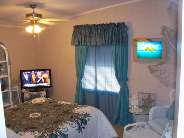 Queen Bed, Private Bath, Easy to Death Valley - Pahrump - Dům