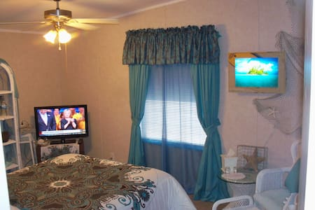 Queen Bed, Private Bath, Easy to Death Valley - Pahrump