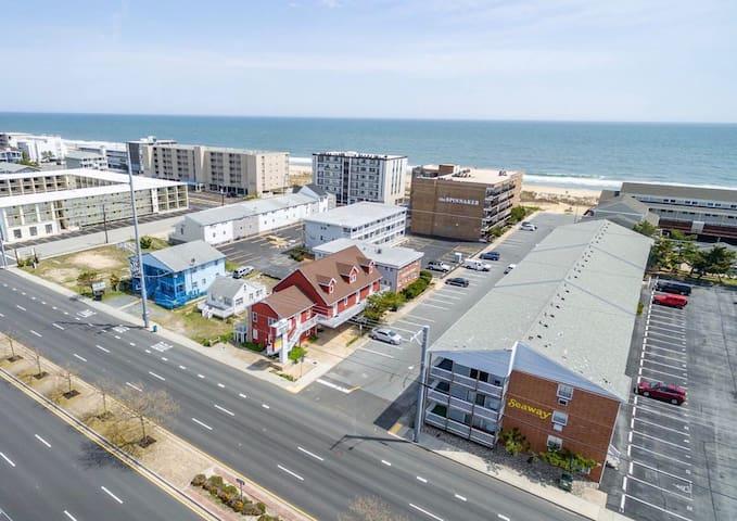 ✨☀️Sunny Beach Getaway C☀️✨Ocean Block Apartment short walk from the beach