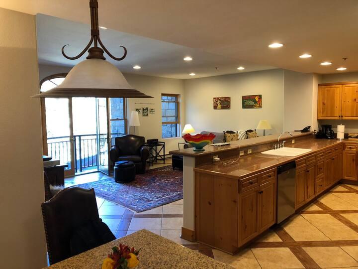 Bear Creek Lodge 1- Bedroom- Pool, Sauna, &Fitness