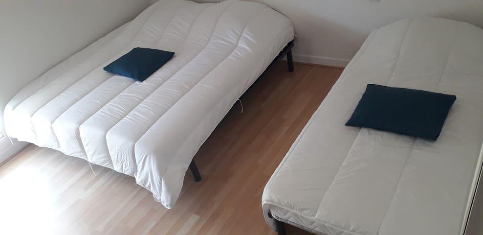 3  lits de 90 chambre 1
