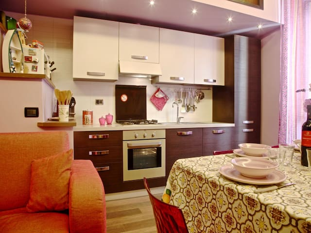 Fully Equipped Kitchen • Cucina Completa