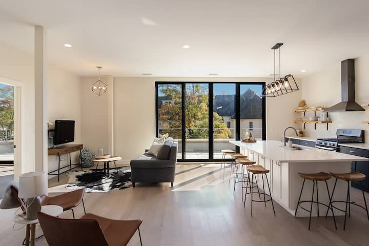 BRAND NEW - Spacious 2 Bedroom Condo @ The Commons