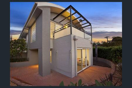 2 Bed townhouse - sunset views from deck - Collaroy Plateau