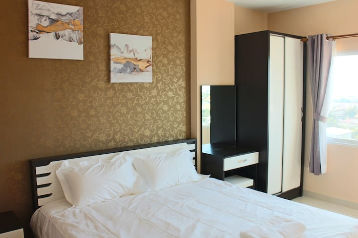 【Best Value of Money】One bedroom, 8000/month (97 )
