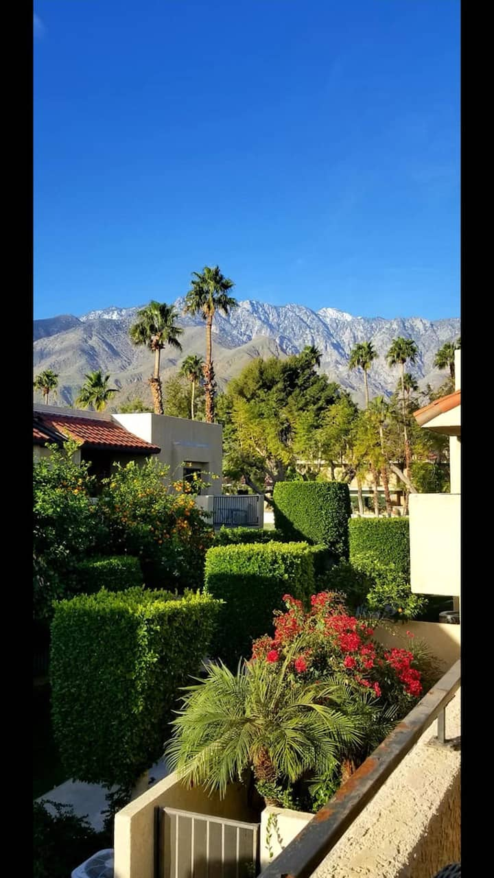 Palm Springs condo with Mountain View's