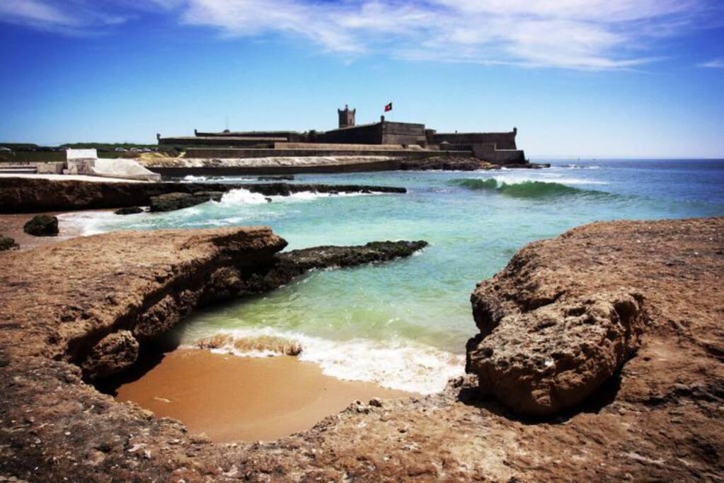Praia Carcavelos has lots to see and Explore