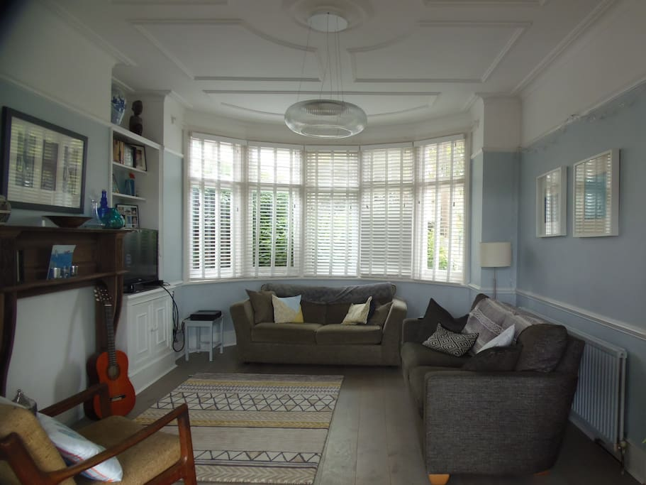 Lounge with beautiful bay windows and original ceiling