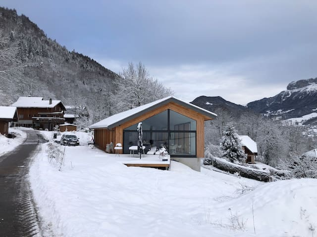 Chambre indépendante entre montagne & lac
