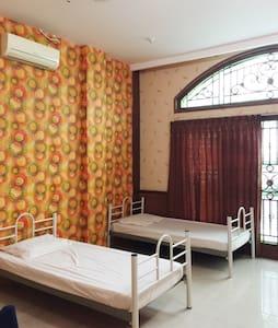 Budget Dorm near Railink Station - Asrama