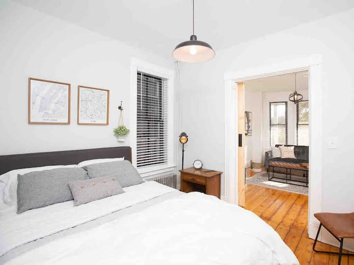 Riverview Rowhouse, a vintage modern home