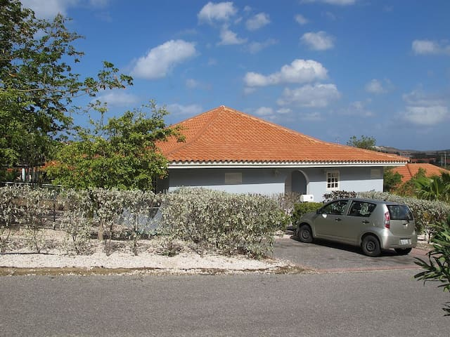 An Airy Home Close to the Beach - Willemstad - บ้าน