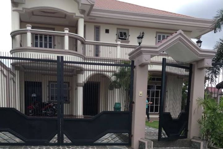 Catherine's Vacation House_ Jamaica Mansion - Tabaco City - Dom